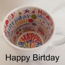 Happy Birthday és lufi mintás a fehér bögre belseje
