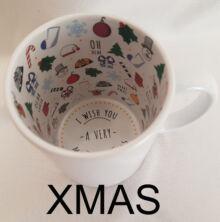 Xmas feliratos, karácsonyfás és karácsonyi mintás a fehér bögre belseje